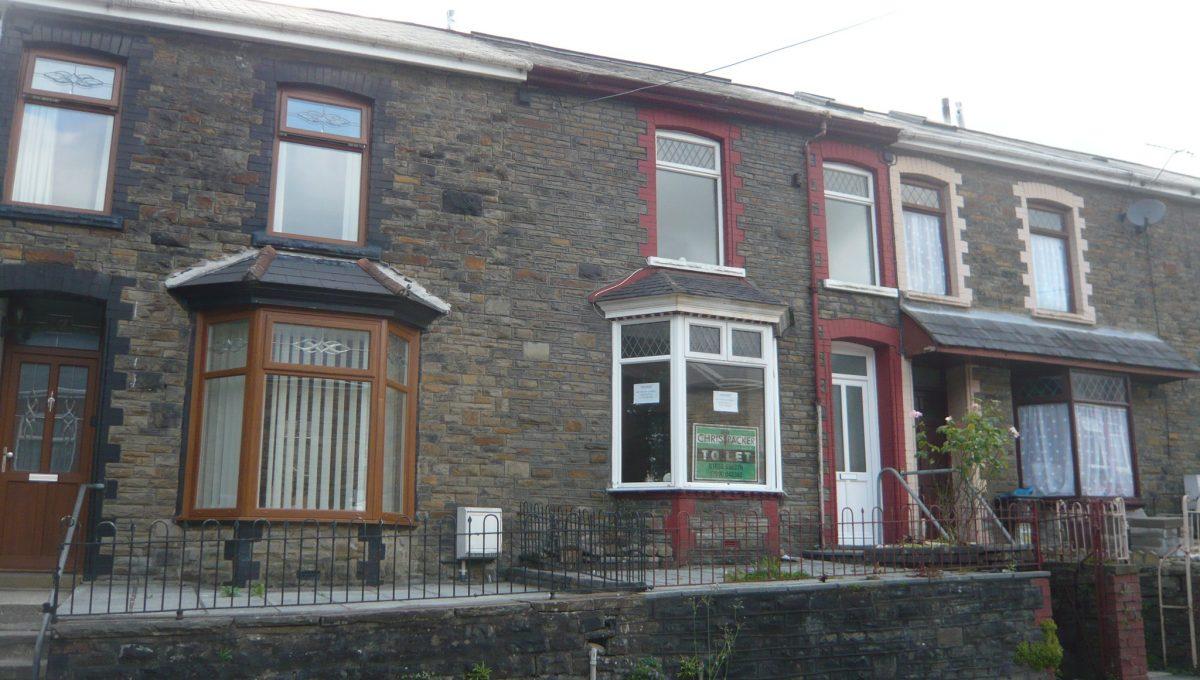 15 Gorwyl Road, Ogmore Vale - Side